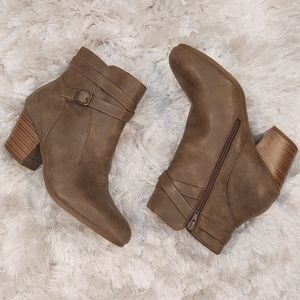 New Tan zipper booties with buckle detail sz 10.5W